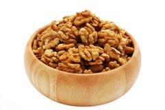 грецкие орехи тарелки деревянные Стоковые Фотографии RF