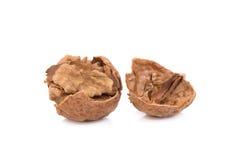 Грецкий орех и треснутый грецкий орех изолированный на белой предпосылке Стоковые Изображения RF