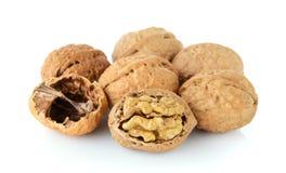 Грецкий орех и треснутый изолированный грецкий орех Стоковое Изображение RF