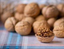 Грецкий орех слез на таблице стоковое фото