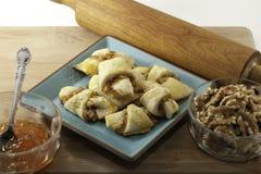 грецкий орех rugelach абрикоса стоковые фотографии rf