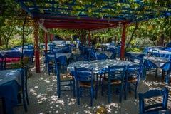 Греческие голубые стулья Стоковое Фото