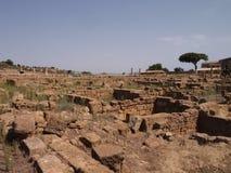 Греческие руины в больших винных бутылках Grecia стоковое фото