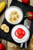 Греческие parfaits клубники и банана югурта Стоковые Фото