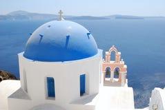 Греческий купол в Santorini Стоковое Фото