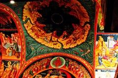 Греческий монастырь на верхней части утесов St Meteora в центральной части Греции 06 18 2014 Искусство греческого вероисповедания Стоковые Изображения