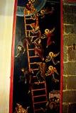 Греческий монастырь на верхней части утесов St Meteora в центральной части Греции 06 18 2014 Искусство греческого вероисповедания Стоковое Изображение