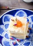 Греческий пирог печенья phyllo с розовым заварным кремом Стоковые Фото