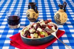 Греческий салат с оливками и луками огурца томатов сыра фета Стоковое фото RF