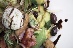 Греческий салат с сыром 12close mizithra поднимает съемку Стоковая Фотография RF
