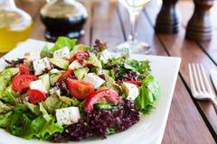 греческий среднеземноморской салат Стоковая Фотография