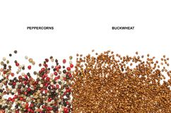 Гречиха и круглые перчинки на белой предпосылке Стоковое Изображение