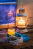 Грея чай самое лучшее лечение на холодный вечер Стоковые Изображения