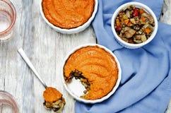 Гриба чечевицы Vegan сладкий картофель зеленого Shepherds пирог Стоковые Изображения RF