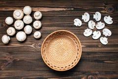 Грибы и деревянный шар отделенные на деревянной предпосылке стоковые фото
