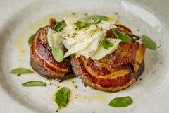 Грибы Portobello покрытые с pancetta Стоковое Фото