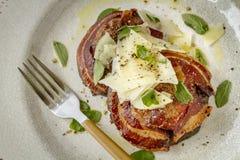 Грибы Portobello покрытые с pancetta Стоковые Фото