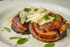 Грибы Portobello покрытые с pancetta Стоковая Фотография