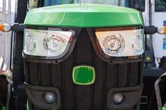 Гриль радиатора трактора с фарами Стоковое Фото