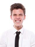 Гримаса подростка с расчалками. Изолировано на белой предпосылке Стоковое Изображение