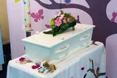 Гроб для ребенка стоковые фото