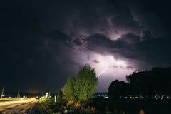 Гроза лета ночи в сельской местности польза таблицы фото ночи ландшафта установки изображения предпосылки красивейшая Стоковая Фотография