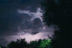Гроза лета ночи в сельской местности польза таблицы фото ночи ландшафта установки изображения предпосылки красивейшая Стоковое Фото