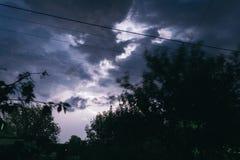 Гроза лета ночи в сельской местности польза таблицы фото ночи ландшафта установки изображения предпосылки красивейшая Стоковое Изображение