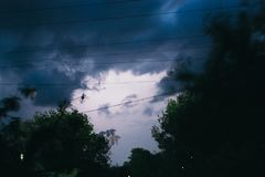 Гроза лета ночи в сельской местности польза таблицы фото ночи ландшафта установки изображения предпосылки красивейшая Стоковое фото RF