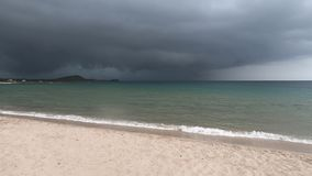 Гроза на пляже Сардинии акции видеоматериалы