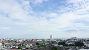 Грозовые облако промежутка времени над городом акции видеоматериалы