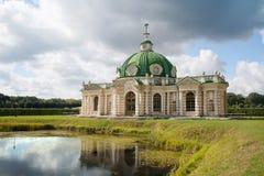 Грот в парке Kuskovo, Москве Стоковые Изображения RF