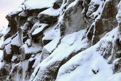 Грубая гора в снеге Стоковые Изображения