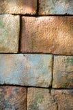 Грубая каменная стена с мхом Стоковая Фотография
