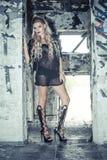 Грубая девушка в кожаном Jack Стоковое Фото