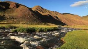Грубое река в горах kyrgyzstan сток-видео