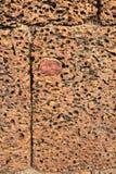 Грубые блоки на руинах Banteay Srei, Камбоджа камня стоковое изображение