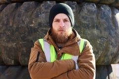Грубый бородатый работник стоковая фотография