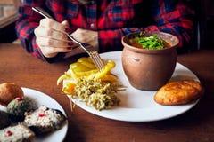 Грузинская кухня в ресторане в Тбилиси Стоковые Изображения