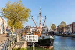 Грузите в гавани Maassluis, Нидерландах Стоковое Фото