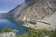 грузите длинний поезд Стоковые Фото