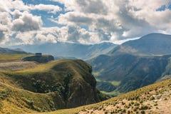 Грузия большие горы горы ландшафта стоковые изображения