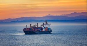 Грузовой корабль в океане Стоковые Фотографии RF