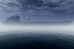 Грузовой корабль в очень туманнейшем промышленном порте 3D представляет 1 Стоковая Фотография RF