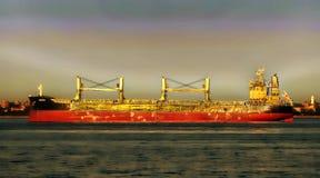 Грузовой корабль и океан Стоковые Изображения