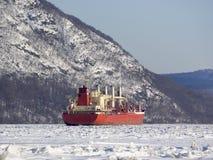 Грузовой корабль на замороженном Гудзоне Стоковое Фото