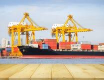 Грузовой корабль на порте Стоковые Фотографии RF