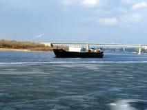 Грузовой корабль Zelenga на Волге около Астрахани стоковые фото