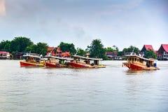 Грузовой корабль буксира в Chao Реке Phraya Стоковые Изображения RF