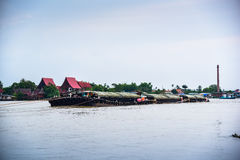 Грузовой корабль буксира в Chao Реке Phraya Стоковое Фото